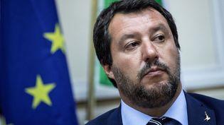 Le ministre italien de l'Intérieur, Matteo Salvini en conférence de presse à Milan (Italie), le 28 août 2018. (MARCO BERTORELLO / AFP)