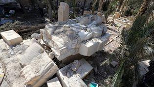 Des bustes vandalisés dans le musée national de Palmyre (Syrie), jeudi 31 mars 2016, après la reprise du site par des troupes du régime appuyées par des soldats russes. (JOSEPH EID / AFP)