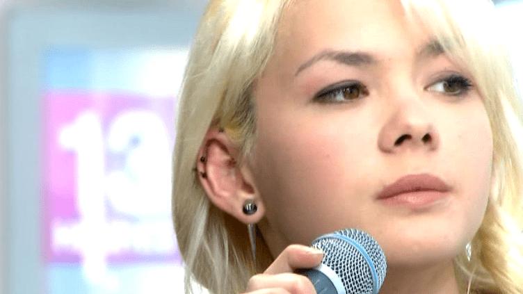 Sophie Tith sur le plateau du 13 heures  (Universal Music)