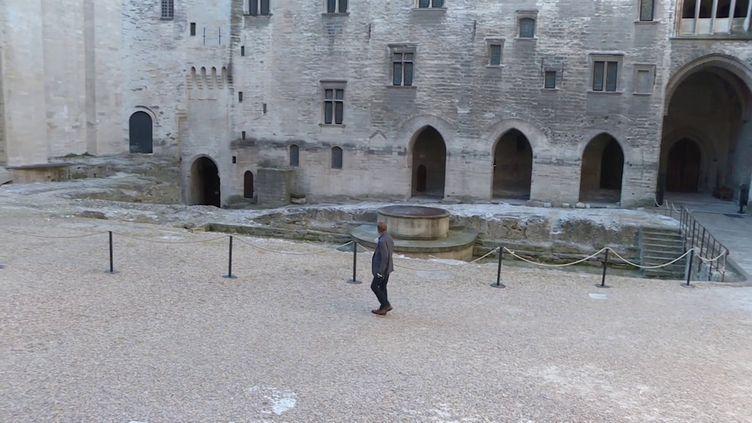 la cour d'honneur du Palais des Papes vide (France 3 Provence-Alpes / F. Renard)