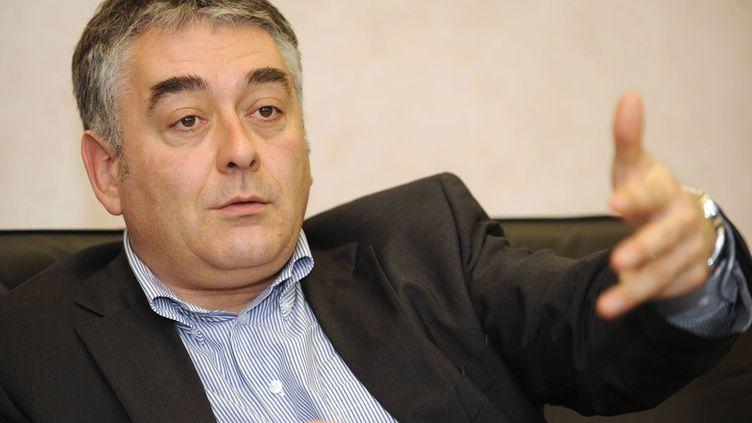 Gilles Bourdouleix, maire (ex-UDI) de Cholet (Maine-et-Loire), dans son bureau de la mairie, le 29 janvier 2010. ( MAXPPP)