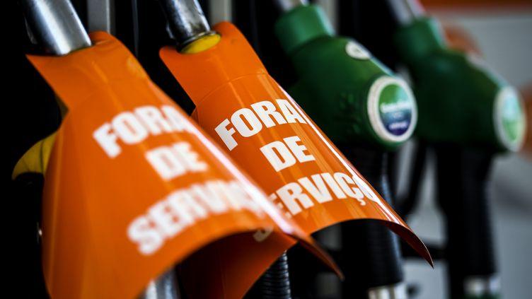 Pompes à essence hors-service dans le district de Lisbonne, à Vila Franca de Xira (Portugal), le 12 août 2019, en raison d'une grève des transporteurs de carburant. (PATRICIA DE MELO MOREIRA / AFP)