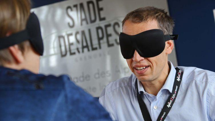 Entretien à l'aveugle au stade des Alpes, à Grenoble, en 2017. (PHOTOPQR/LE DAUPHINE/MAXPPP)