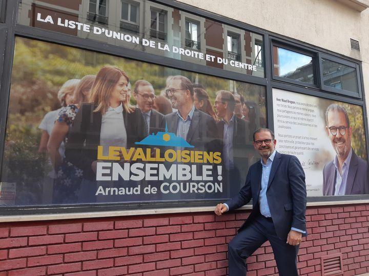Arnaud de Courson, il mène une liste d'union avec la République en marche, le 19 juin 2020 à Levallois-Perret. (SARAH TUCHSCHERER / RADIO FRANCE)