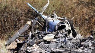La carcasse calcinée de l'un des hélicoptères qui se sont écrasés en Argentine, lundi 9 mars 2015. (REUTERS)