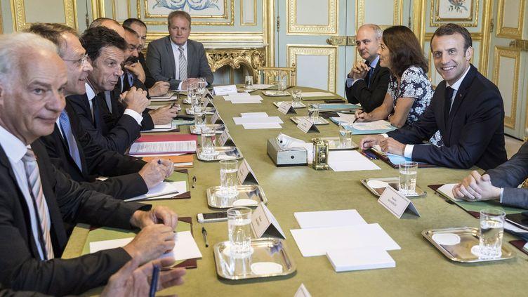 Les huits principaux leaders syndicaux et patronaux ont été reçus mardi 17 juillet par Emmanuel Macron à l'Élysée. (JEAN-FRANCOIS BADIAS / POOL / AP POOL)