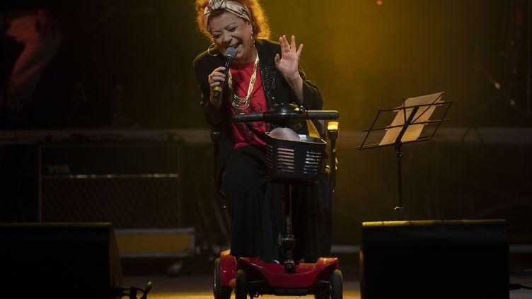Beth Carvalhosur scène lors d'un concert de soutien à l'ex-président Lula, le 28 juillet 2018 àRio de Janeiro,Brésil (MAURO PIMENTEL / AFP)