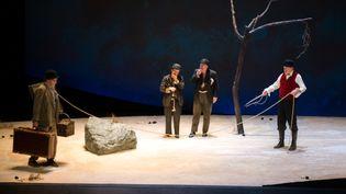 """""""En attendant Godot"""" de Beckett par Jean-Pierre Vincent au Théâtre du Gymnase de Marseille, jusqu'au 21 avril 2015.  (BERTRAND LANGLOIS / AFP)"""