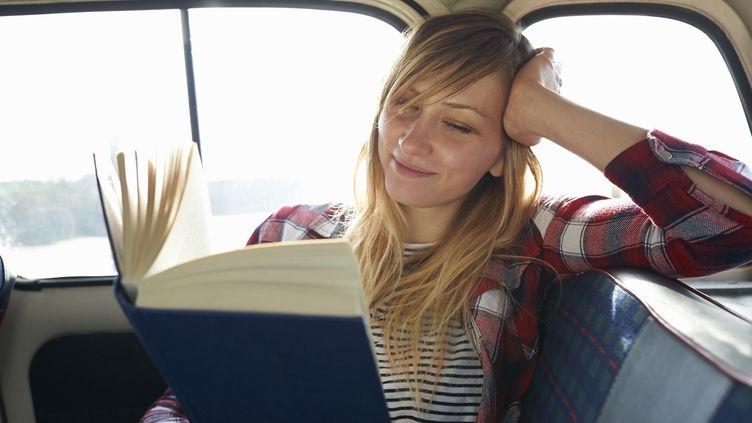 Contrairement aux idées reçues, les jeunes lisent des livres, selon une éude Ipsos pour le Centre national du livre  (Dougal Waters / Getty Images)