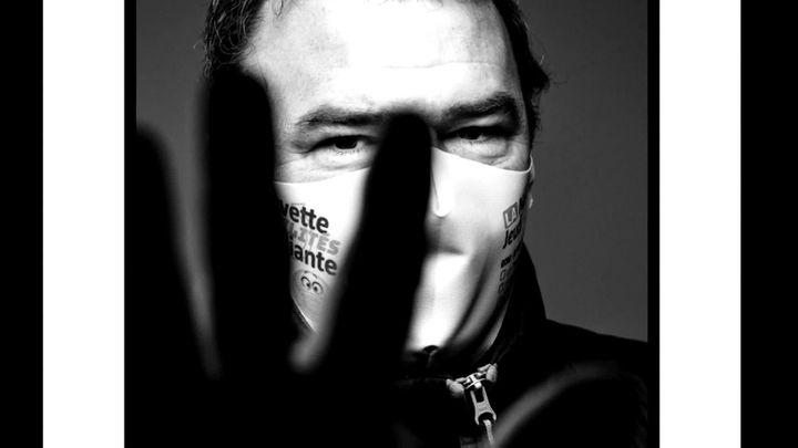 Des portraits en noir et blanc et derrière le masque, la vie. (Eric Traversié / capture d'écran France 3 Aquitaine)