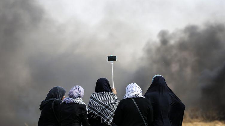Des Palestiniennes à la frontière avec Israël le 11 mai 2018. (MAXPPP)
