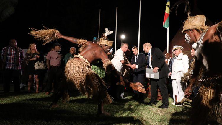 Cérémonie de bienvenue pour Emmanuel Macron le 3 mai 2018 à Nouméa. (LUDOVIC MARIN / AFP)