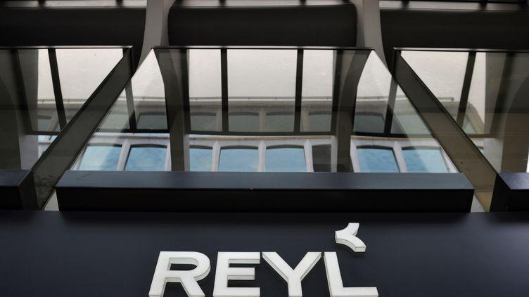 L'entrée de la banque Reyl, le 8 avril 2013, à Genève (Suisse). (FABRICE COFFRINI / AFP)