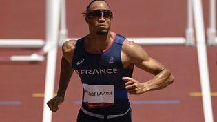 Pascal Martinot-Lagarde sur le 110 m haies aux Jeux olympiques de Tokyo, mercredi 4 août. (CROSNIER JULIEN / KMSP / AFP)