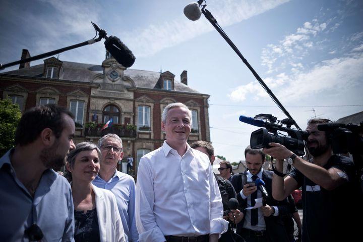 Bruno Le Maire, en campagne à Pacy-sur-Eure (Eure), le 28 mai 2017. (NICOLAS MESSYASZ/SIPA)