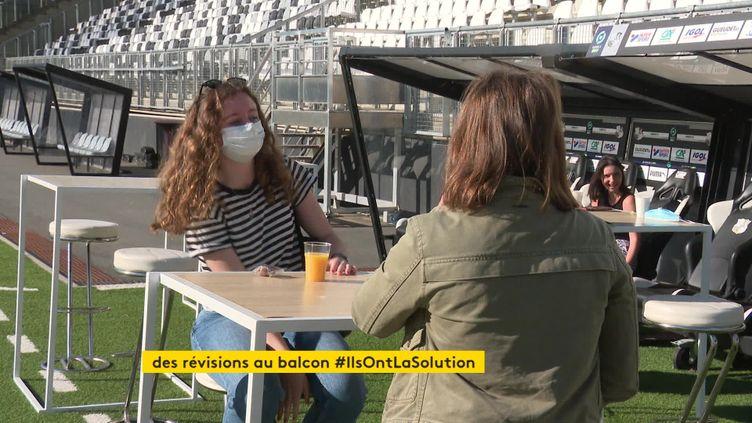 Des étudiants révisent au stade de la Licorne (France 3 Picardie)