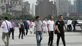 En Chine, le nombre grandissant d'hommes célibataires a entraîné une importante croissance des sites de rencontres et des cours de séduction. (FRANCE 2)