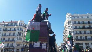 Manifestation contre le président Abdelaziz Bouteflika à Alger, place de la Grande Poste, le 29 mars 2019. (KAHINA NAZIR / FRANCE-INFO)