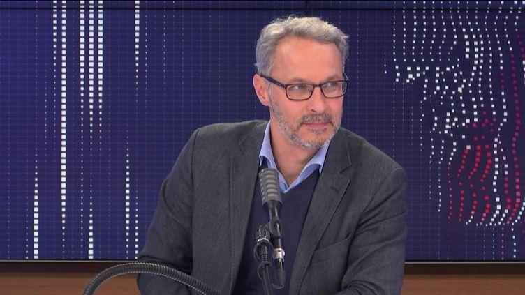 """Iannis Roder, professeur d'histoire-géographie et membre du Conseil des sages de la laïcité était l'invité du """"8h30 franceinfo"""", mercredi 21 octobre 2020. (FRANCEINFO / RADIOFRANCE)"""