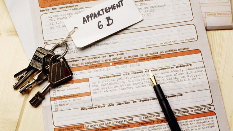 Les contrats de location pourront comporter une clause prévoyant des pénalités pour retard de paiement de loyer et des charges. (CHARLIE ABAD / AFP)