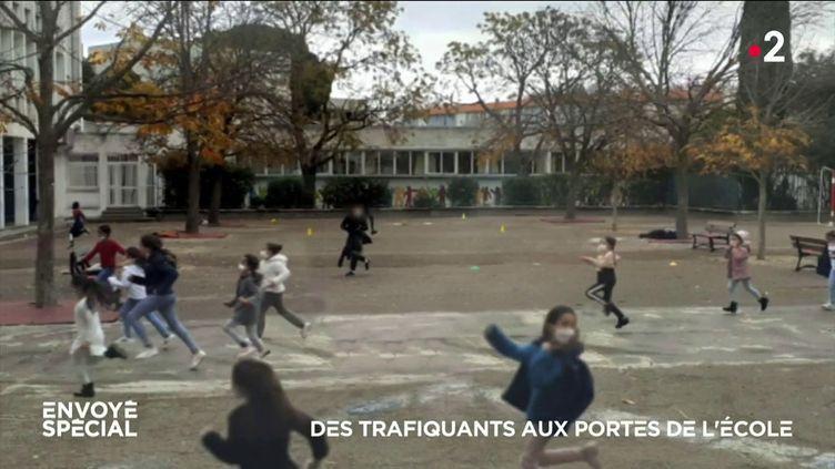 Envoyé spécial. Des trafiquants aux portes de l'école (ENVOYÉ SPÉCIAL  / FRANCE 2)