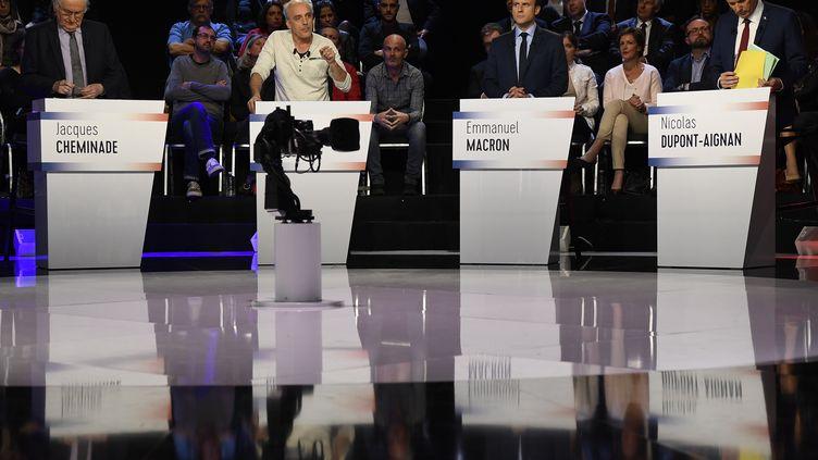 """Plusieurs candidats à la présidentielle, le 4 avril 2017,à La Plaine-Saint-Denis (Seine-Saint-Denis), lors du """"Grand Débat"""". (LIONEL BONAVENTURE / POOL)"""