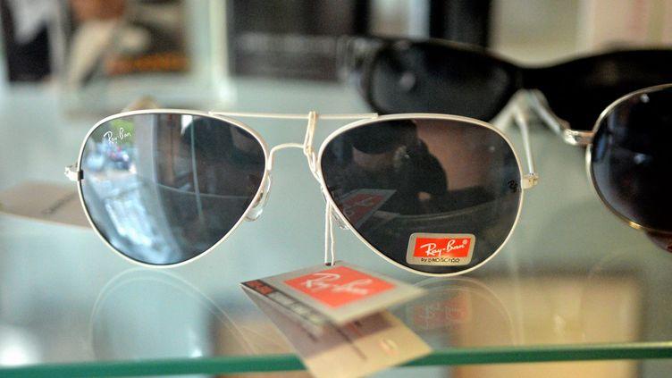 Des lunettes de soleil contrefaites saisies par les douanes, à Montpellier. (Photo d'illustration) (MICHAEL ESDOURRUBAILH / MAXPPP)