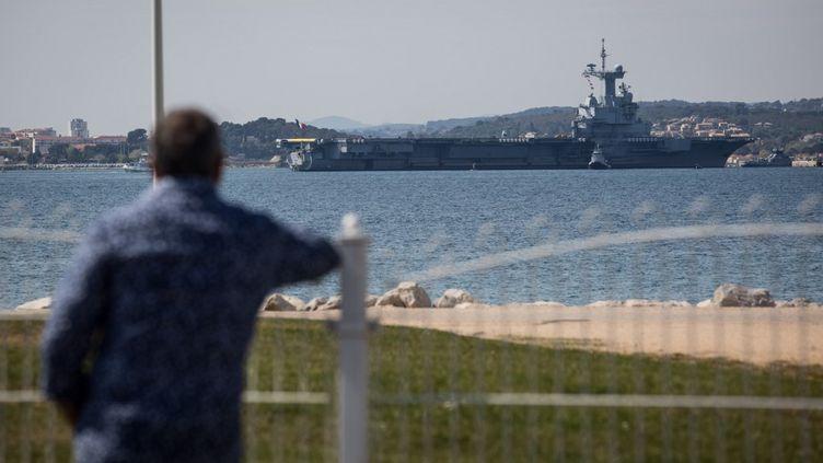 Le porte-avions Charles de Gaulle et son escorte ont rejoint leur port d'attache, Toulon (Var), dimanche 12 avril 2020, après plusieurs dizaines de cas de Covid-19. (FRANCK BESSIERE / HANS LUCAS / AFP)