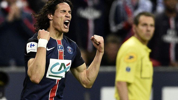 L'attaquant du PSG Edinson Cavani célèbre son but en finale de Coupe de France face à Auxerre, samedi 30 mai, au Stade de France de Saint-Denis (Seine-Saint-Denis). (FRANCK FIFE / AFP)