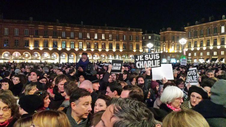 (Des milliers de personnes sur la place du Capitole, à Toulouse © Stéphane Iglesis)