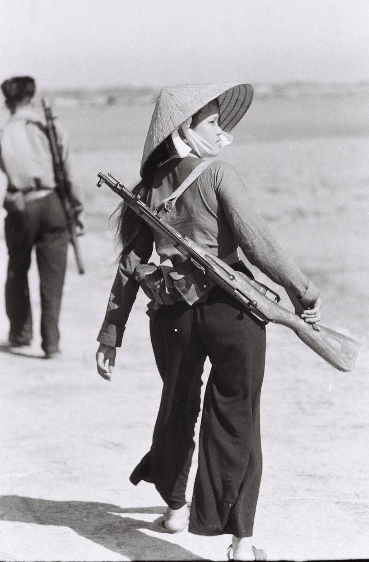 1966. La milicienneNguyen Thi Hien  (Maï Nam)