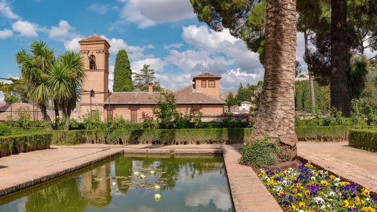 Le parador du couvent San Francisco à l'Alhambra en Andalousie à Grenade. (UNIVERSAL IMAGES GROUP VIA GETTY)