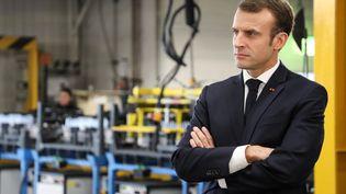 Le président de la République, Emmanuel Macron, lors d'une visite d'une usine Renault, le 8 novembre 2018. (LUDOVIC MARIN/AFP)