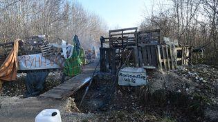 Evacuation des zadistes anti Bure du bois Lejuc, à Mandres-en-Barrois, le 22 février 2018 par cinq escadrons de gendarmerie. Ci-contre, la zone incendiée par les zadistes. (MAXPPP)