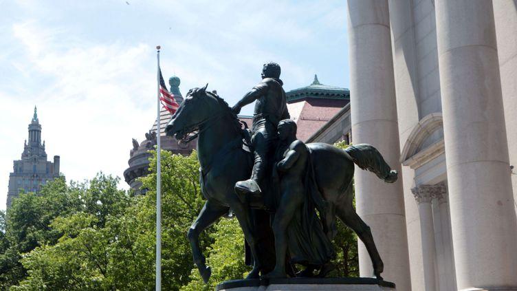 La statue représentant Theodore Roosevelt, devant le Museum d'histoire naturelle de New York, le 17 juin 2020 àManhattan (MEDIAPUNCH / REX / SIPA / SHUTTERSTOCK)