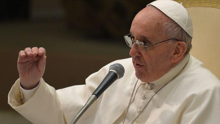 Le pape François, lors d'une audience avec des journalistes, le 16 mars 2013 au Vatican. (VINCENZO PINTO / AFP)