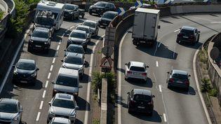 Des ralentissements sur l'autoroute A7, à Lyon, le 14 août 2021. (NICOLAS LIPONNE / HANS LUCAS / AFP)
