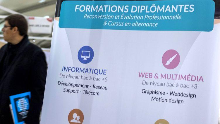 Deux milliards d'euros pour la formation professionnelle dont une partie pour la reconversion. La crise sanitaire a amplifié le phénomène. (MAXPPP)