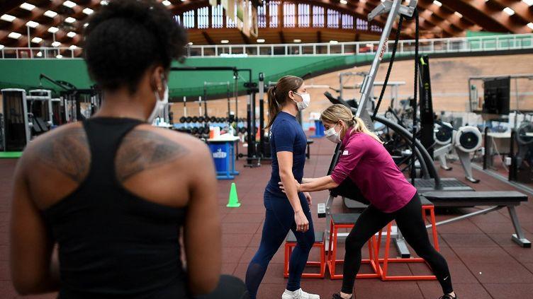À l'Insep (ici le 5 juin 2020), les entraîneurs, préparateurs physiques et athlètes sont désormais sensibilisés sur la nécessité de prendre en compte le périnée dans la pratique sportive. (FRANCK FIFE / AFP)