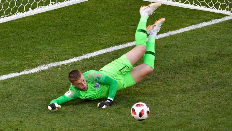 Le gardien anglais Jordan Pickford, en pleine action contre la Suède (ALEXANDER NEMENOV / AFP)