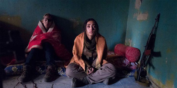 """Emmanuelle Bercot et Goshifteh Farahani dans """"Les filles du soleil"""".  (Wild Bunch)"""