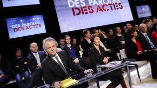 """Franz-Olivier Giesbert, lors de l'émission """"Des paroles et des actes"""" sur France 2, le 6 mars 2012. (LIONEL BONAVENTURE / AFP)"""