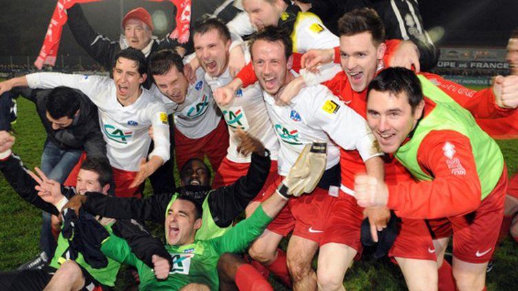 Les joueurs de Plabennec exultent après avoir fait tomber Reims en 32e de finale de la Coupe de France