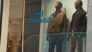 Celio lacère des vêtements invendus en pleine vague de froid (France 3)