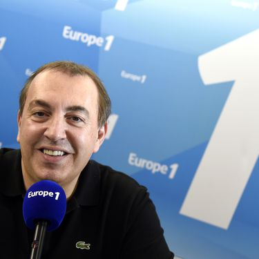 Jean-Marc Morandini dans les locaux d'Europe 1, à Paris, le 19 mars 2015. (DOMINIQUE FAGET / AFP)