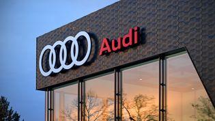 Un concessionnaire Audi à Munich, en Allemagne, le 8 février 2021. (FRANKHOERMANN / SVEN SIMON / AFP)