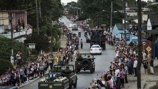 Les cendres de Fidel Castro voyagent de La Havane à Santiago de Cuba avant ses funérailles. (JUAN BARRETO / AFP)