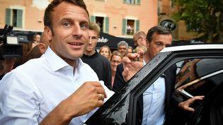 Emmanuel Macron à Bormes-les-Mimosas (Var), le 27 juillet 2019. (GERARD JULIEN / AFP)