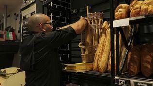 Le prix de la baguette, aliment phare de la table des Français, est en hausse. (CAPTURE ECRAN FRANCE 2)