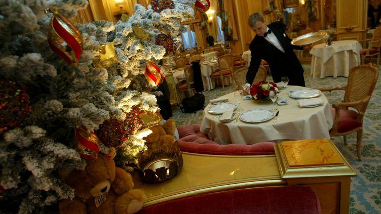 Préparation du repas de la Saint Sylvestre au palace Ritz à Paris, en 2004. (MAXPPP)